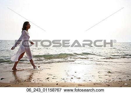 Picture of beach, kaftan, nature, outside, sea, season, vacation.