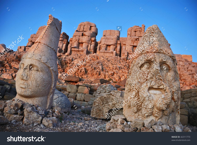 Colossal Statues Nemrut Dagi Stock Photo 42311773 : Shutterstock.