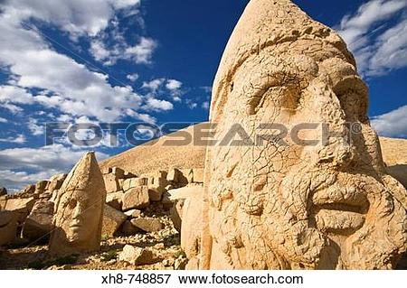 Picture of Colossal Head of Hercules in the West terrace, Nemrut.
