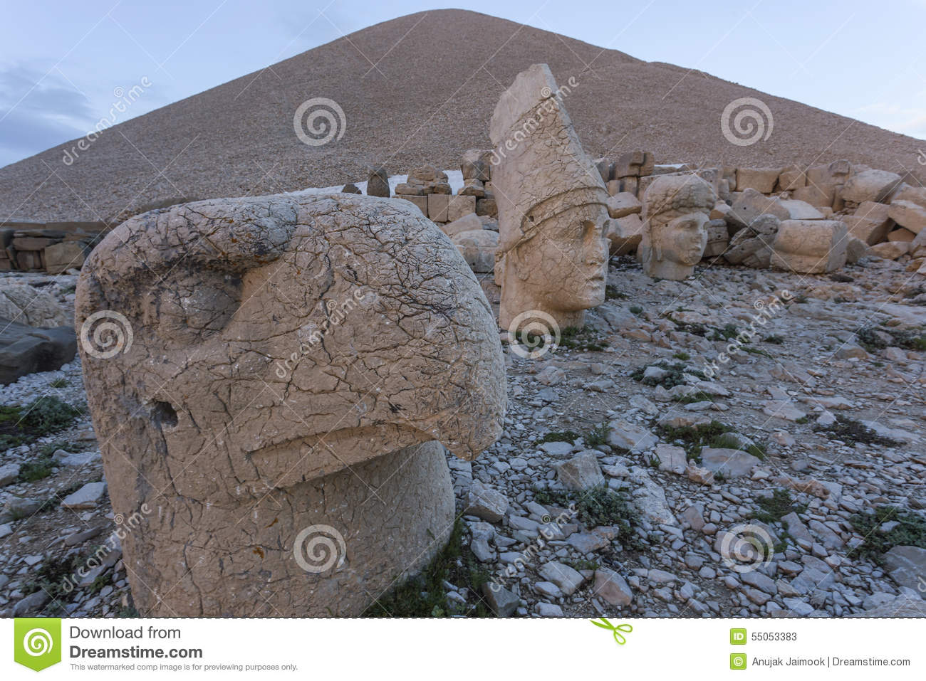 Stone Head Statues At Nemrut Mountain In Turkey Stock Photo.