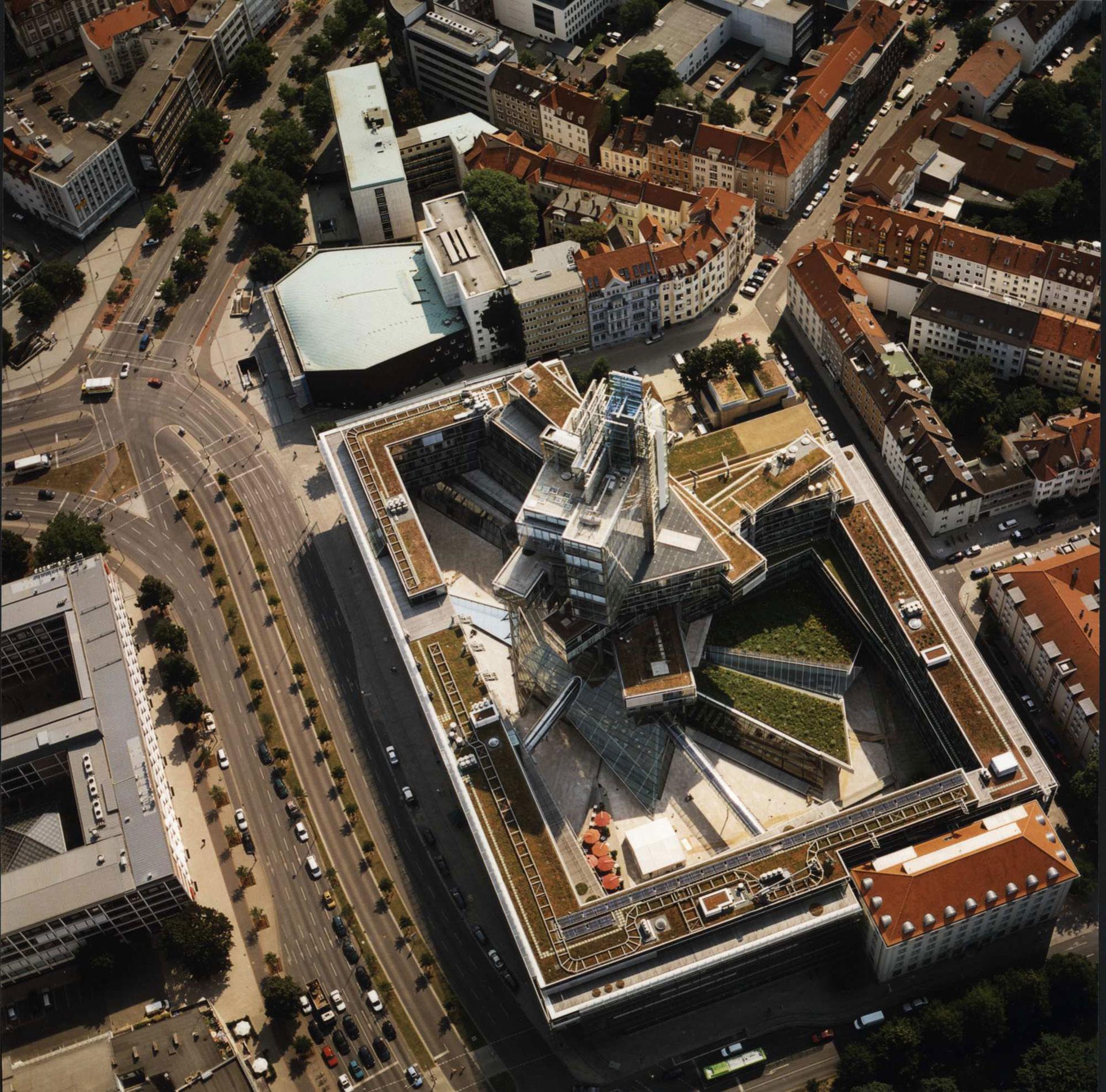 Behnisch Architekten / Norddeutsche Landesbank am Friedrichswall.