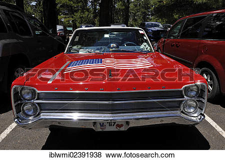 """Pictures of """"Roter Plymouth Fury 67 with U.S. flat on the hood."""