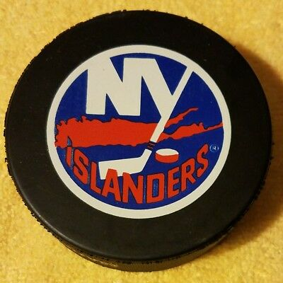 NY ISLANDERS OFFICIAL NHL HOCKEY PUCK GIL STEIN INGLASCO OFFICIAL GAME PUCK  LOGO.