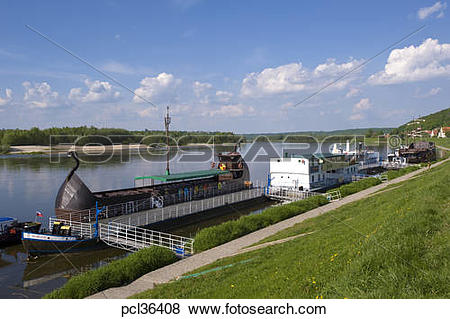 Pictures of Leisure Boats Moored On Vistula River, Kazimierz Dolny.