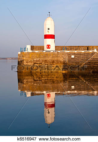 Picture of Old Lighthouse with Sea Water Reflection k6516947.