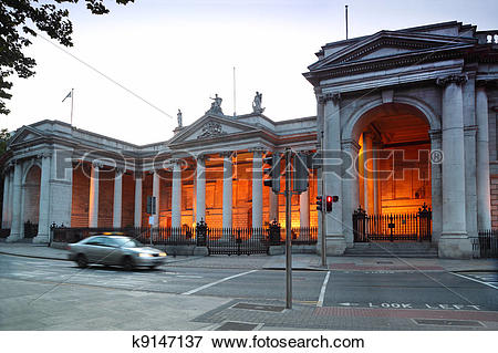 Picture of Bank of Ireland is Old Parliament House in Dublin.