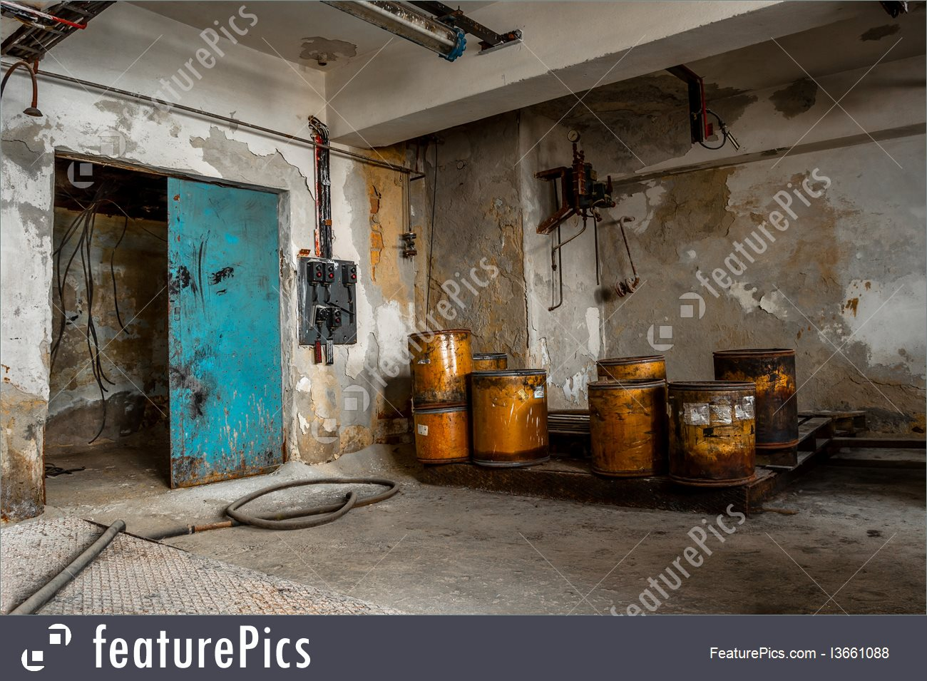 Warehouse Buildings: Industrial Interior Of Old Factory.