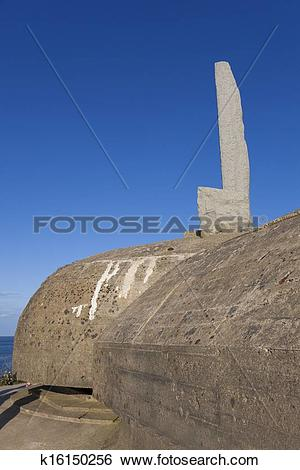 Stock Images of Ranger monument, Pointe du Hoc memorial, Omaha.
