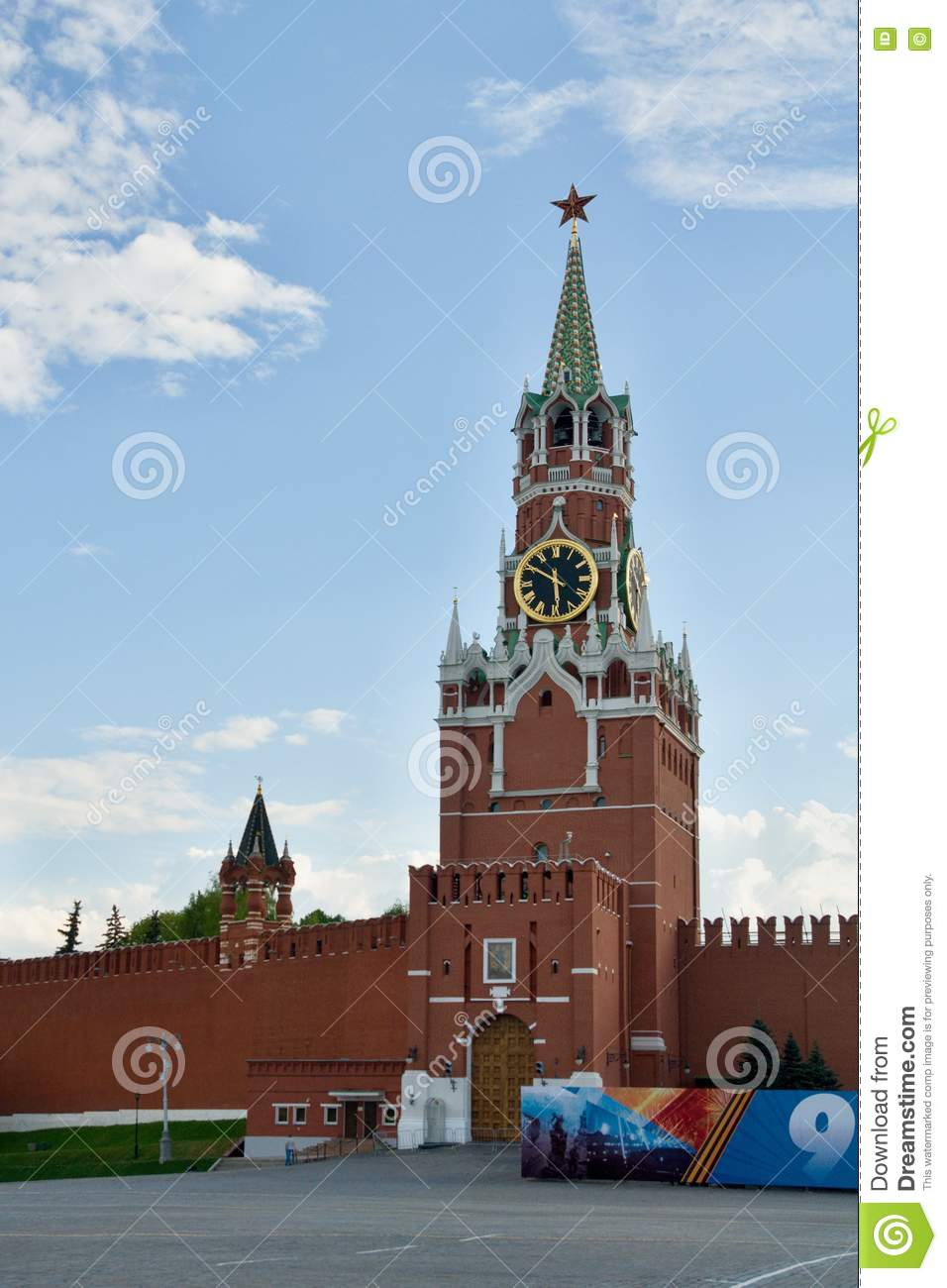 Moscow, Kremlin, The Spasskaya Tower With One Of The Kremlin Stars.