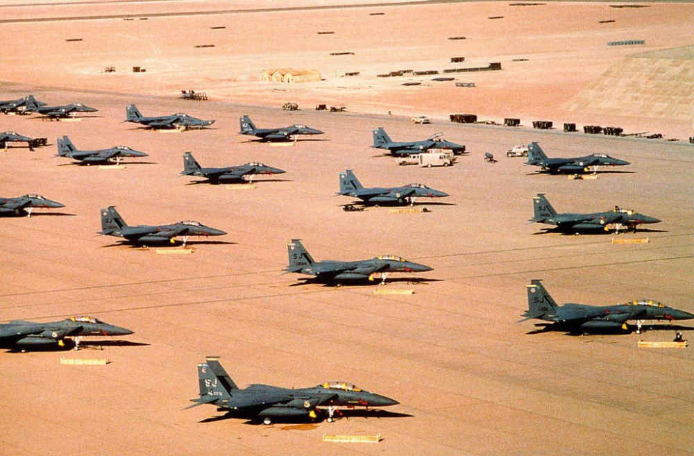 15 Unforgettable Photos From Operation Desert Storm.