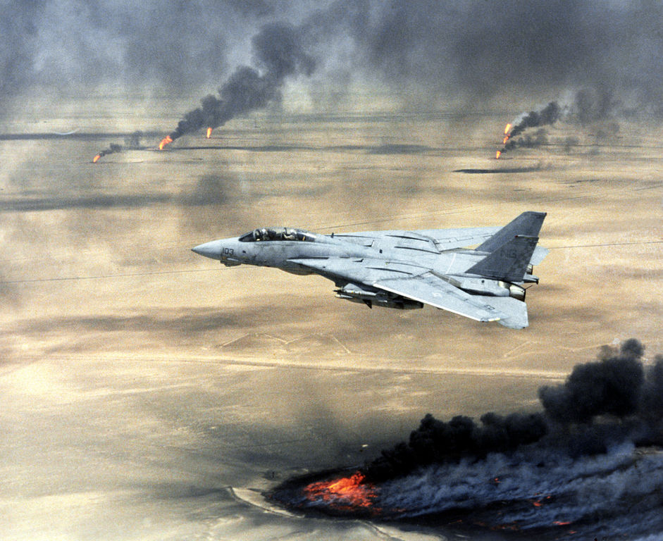 50 Powerful Photos From The Persian Gulf War.