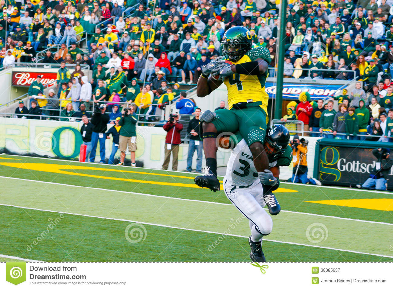Oregon Ducks Football At Autzen Stadium Editorial Photography.