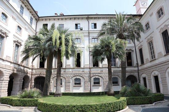 Palazzo Borromeo.