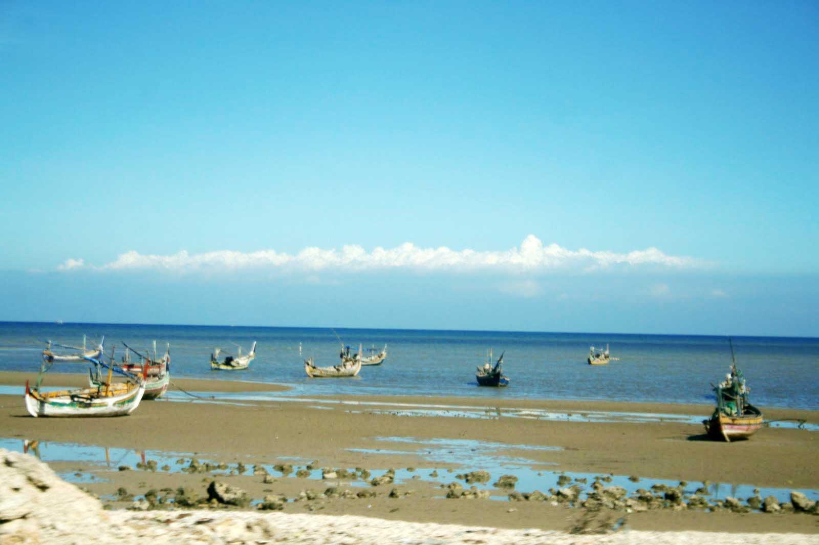 Pantai Camplong.