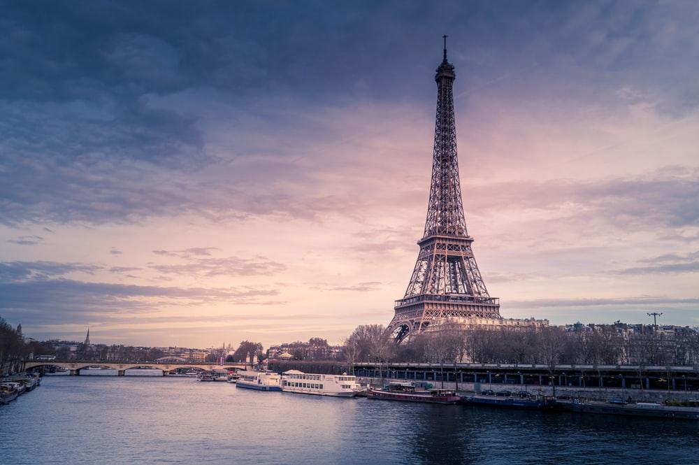 100+ Eiffel.