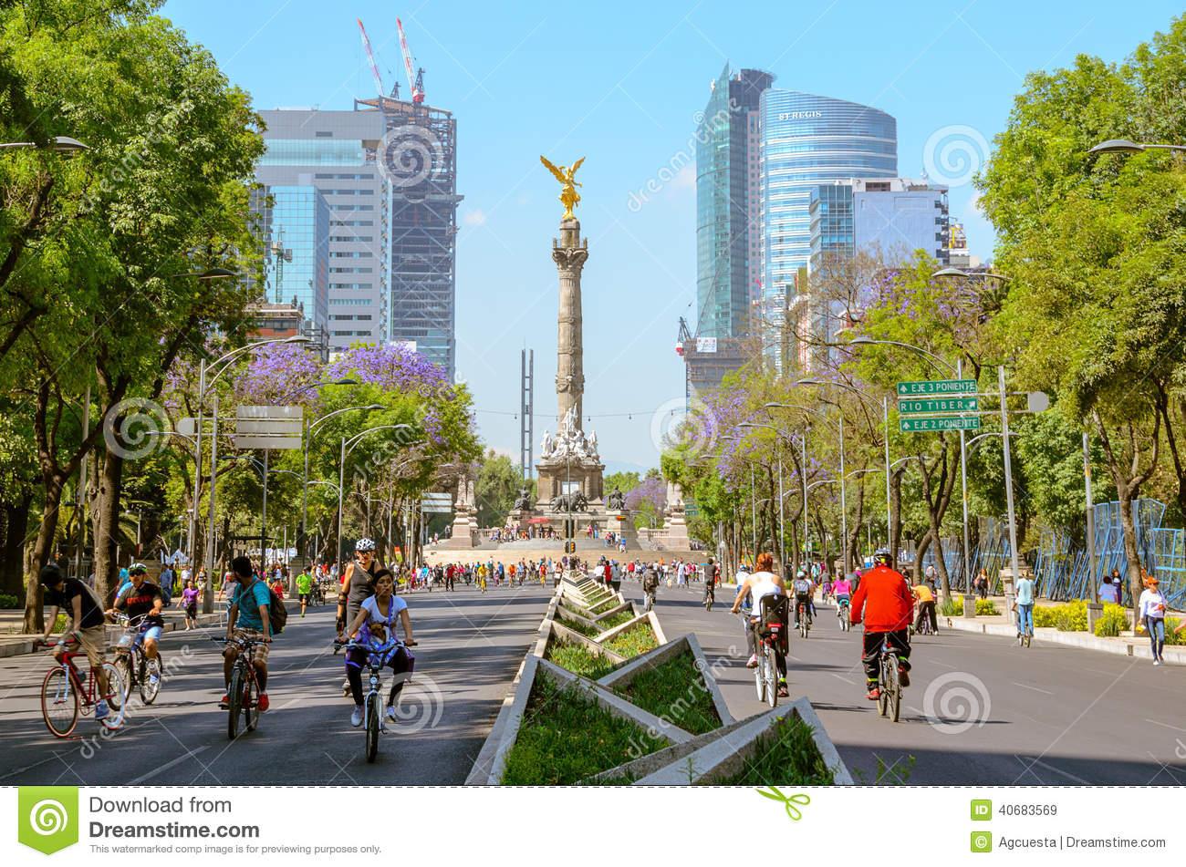Sunday´s Bikers In Paseo De La Reforma, Mexico Editorial Stock.