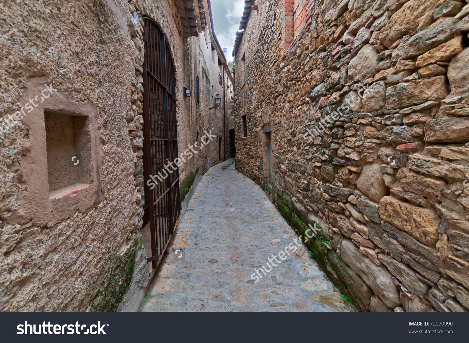 Narrow Passageway Between Two Walls In Peratallada, Spain Stock.