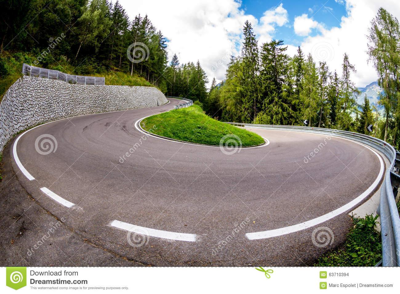 Strada Twisty Piacevole Nel Jaufenpass (Passo Giovo), Italia.