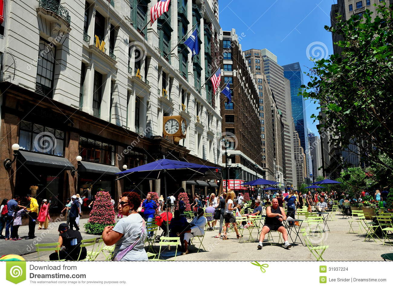 NYC: Herald Square Pedestrian Zone And Macy's Editorial Stock.