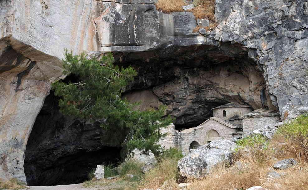 Davelis Cave.