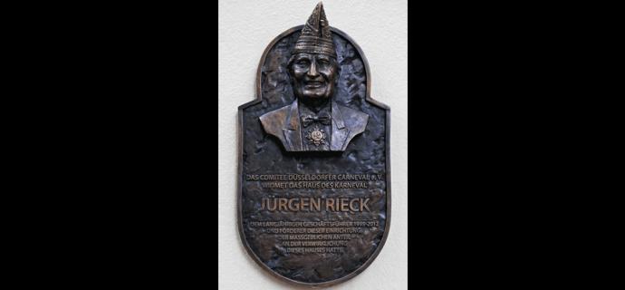 Bronzeplakette, Zu Ehren des langjährigen Geschäftsführers Jürgen.