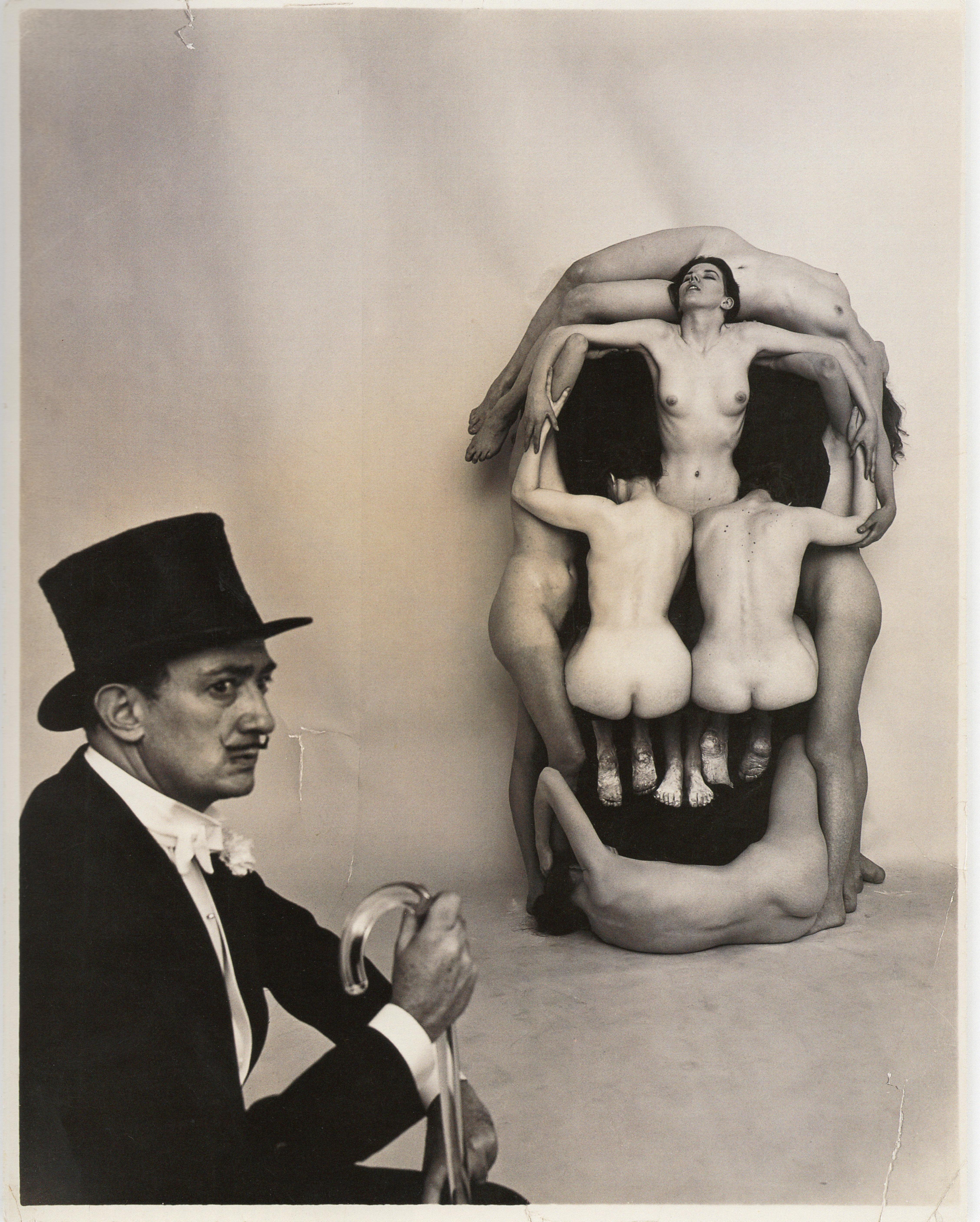 Dalí y la calavera: Philippe Halsman, 1951. Dundación Gala.