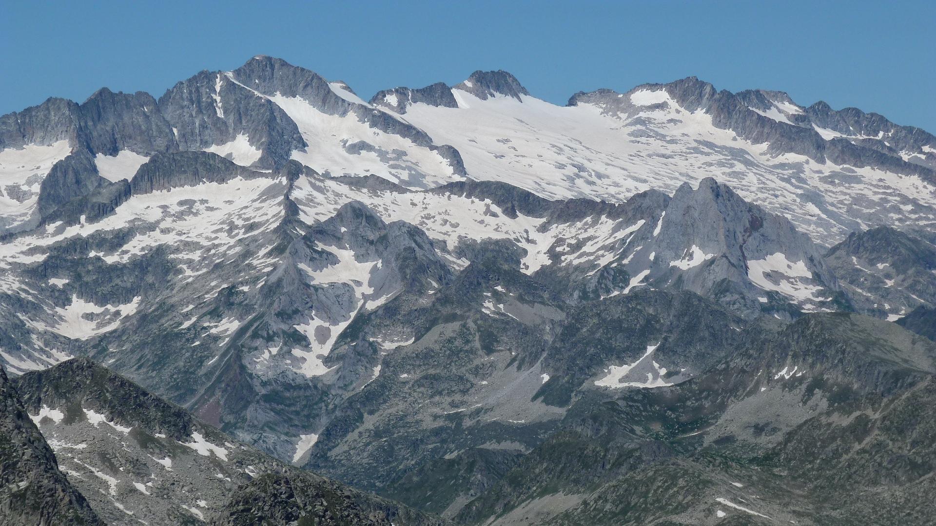 Pico de Aneto (3404 m) : Photos, Diagrams & Topos : SummitPost.