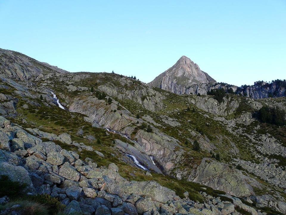Free photo Refugio De La Renclusa Rise Pico De Paderna Pyrenees.