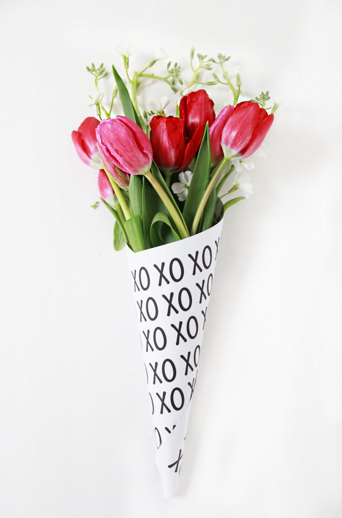DIY Valentine Free Printable Flower Bouquets.