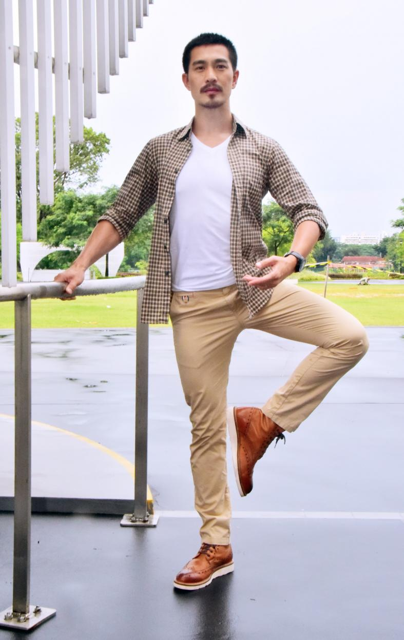 Pierre Png having a ballet of a time, Latest Singapore News.