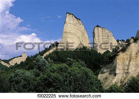 Stock Image of Bulgaria, near Melnik, Pirin Mountains f0022225.