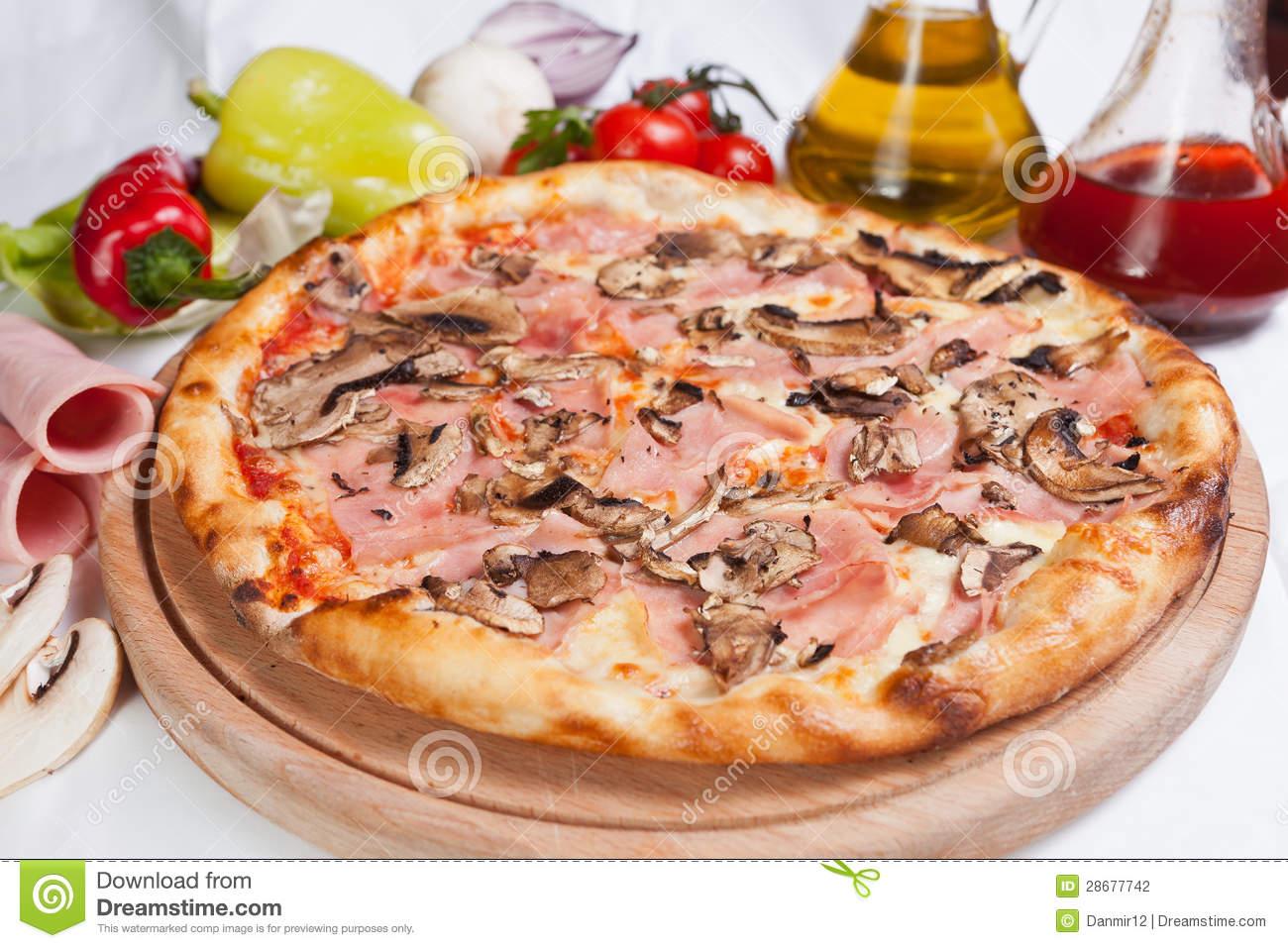 Pizza Prosciutto E Funghi Stock Photography.