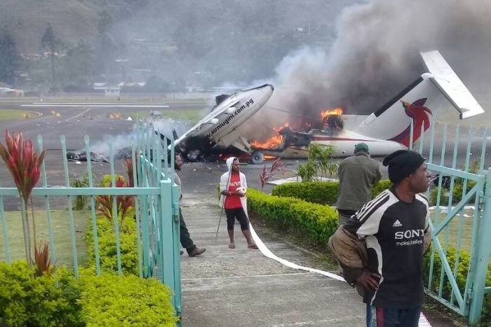 Angry protesters burn passenger plane after PNG Highlands.