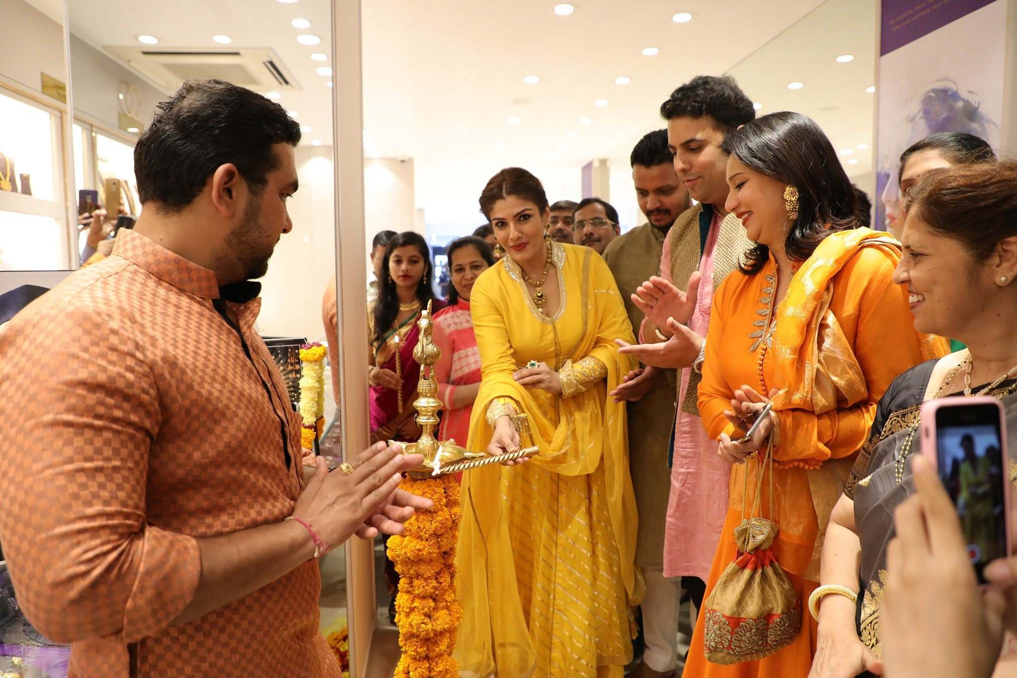 PNG Jewellers opens first franchise store in Aundh, 20 store.