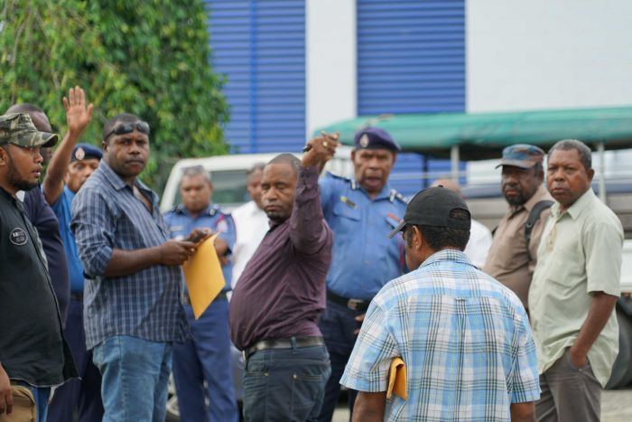 PNG police fighting over anti.
