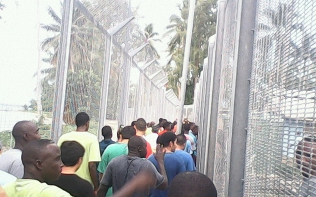 PNG sets deadline for Manus Island detention centre closure.
