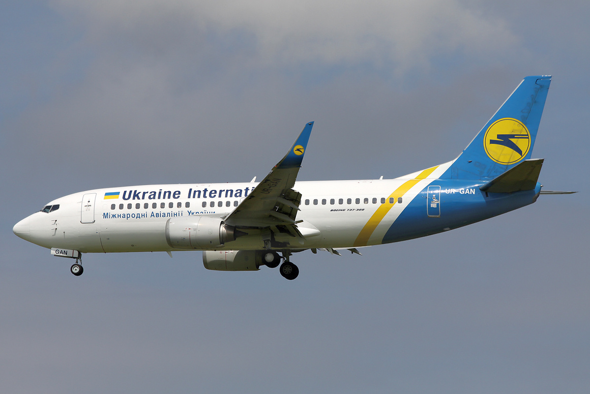 File:Ukraine International Airlines Boeing 737.