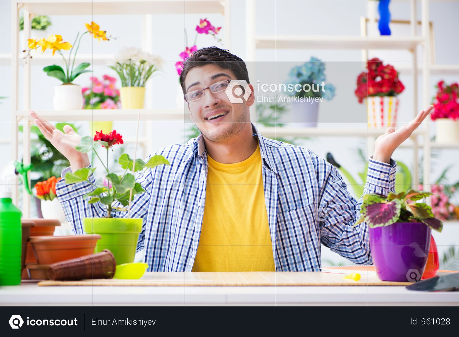 Premium Gardener Florist Working In A Flower Shop With House Plants Photo  download in PNG & JPG format.