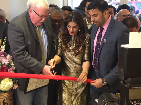 Raveena Tandon Inaugurates PNG Jewelers\' NJ Store.