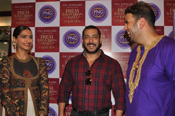 Salman Khan Unveiled the New Logo of PNG Jewellers.