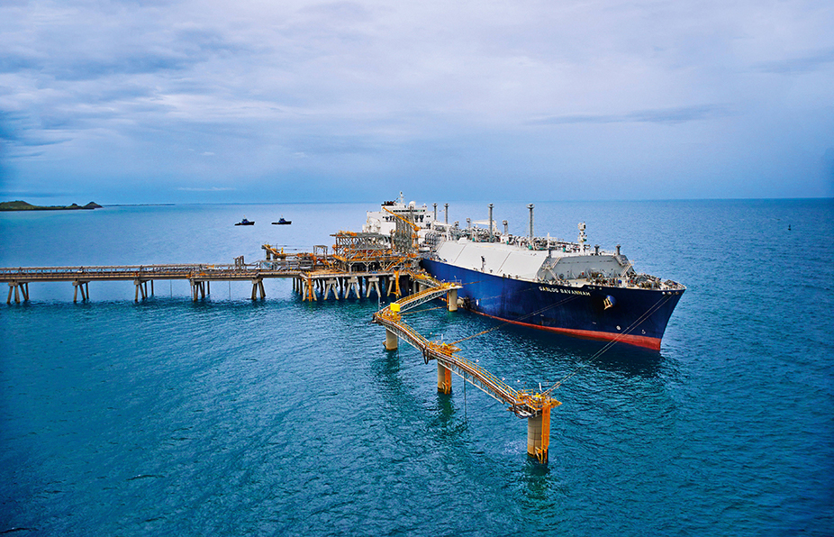 Total signs agreement on $13bn Papau New Guinea LNG project.