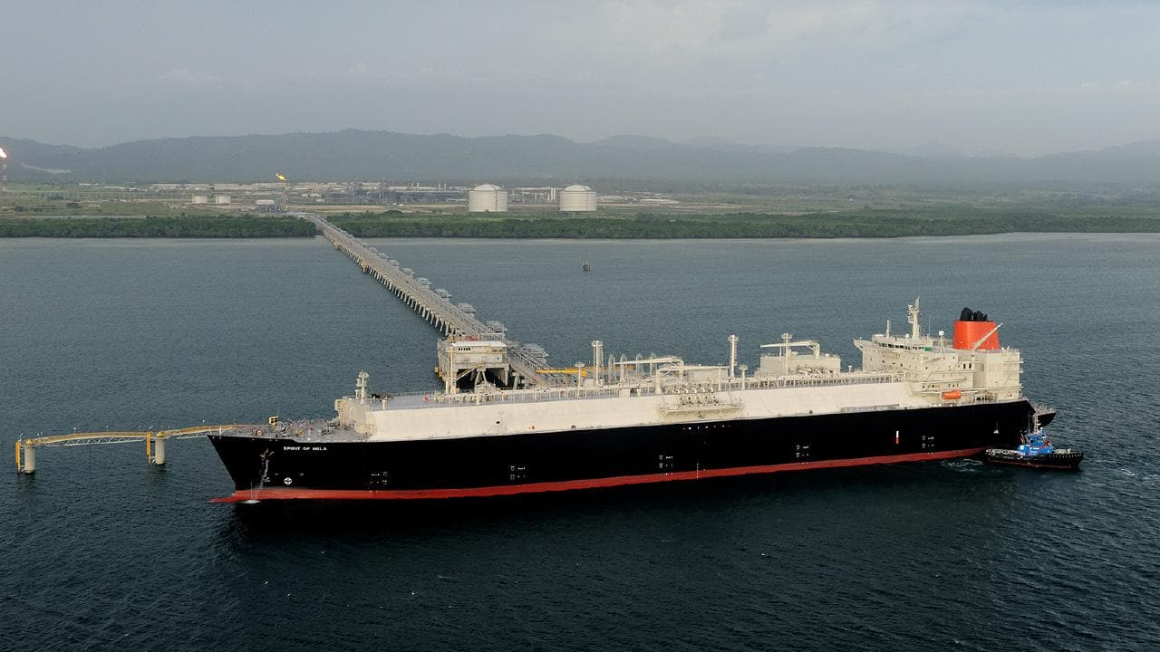 PNG government gives green light to Papua LNG project.