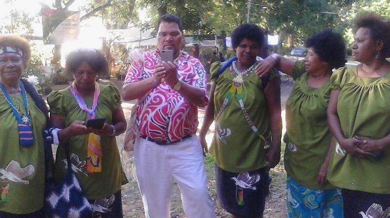 Meri Manus thank Roai and Pom Manus community.