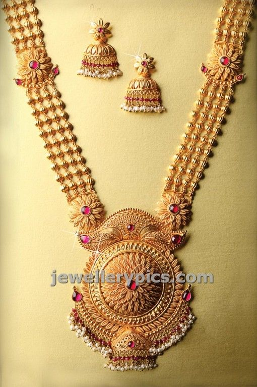 Latest Indian Jewellery designs and catalogues in gold.