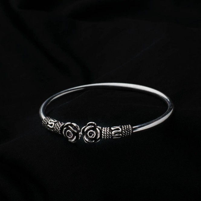 Silver Bracelets Online @Best Price.