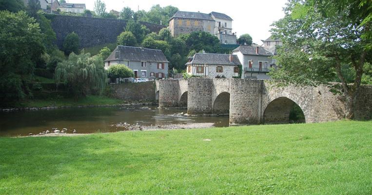 Vieux pont sur la Vézère.