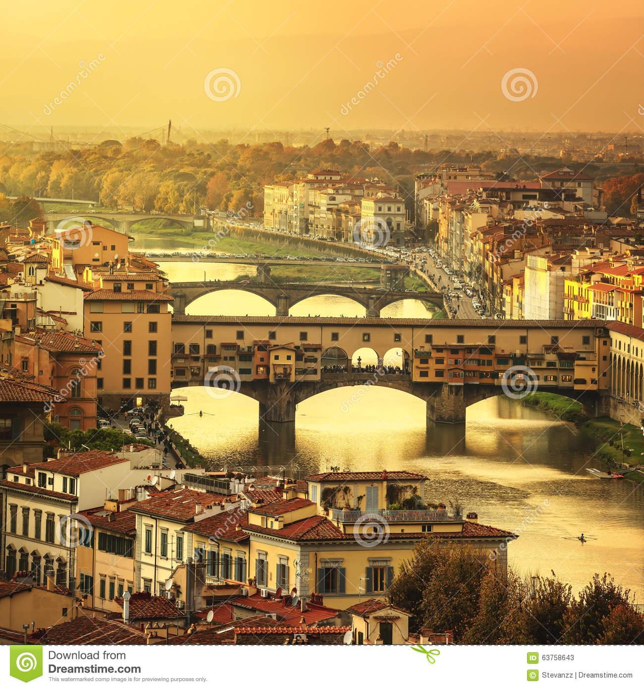 Vista Panoramica Del Ponte Di Ponte Vecchio Di Tramonto Di Firenze.