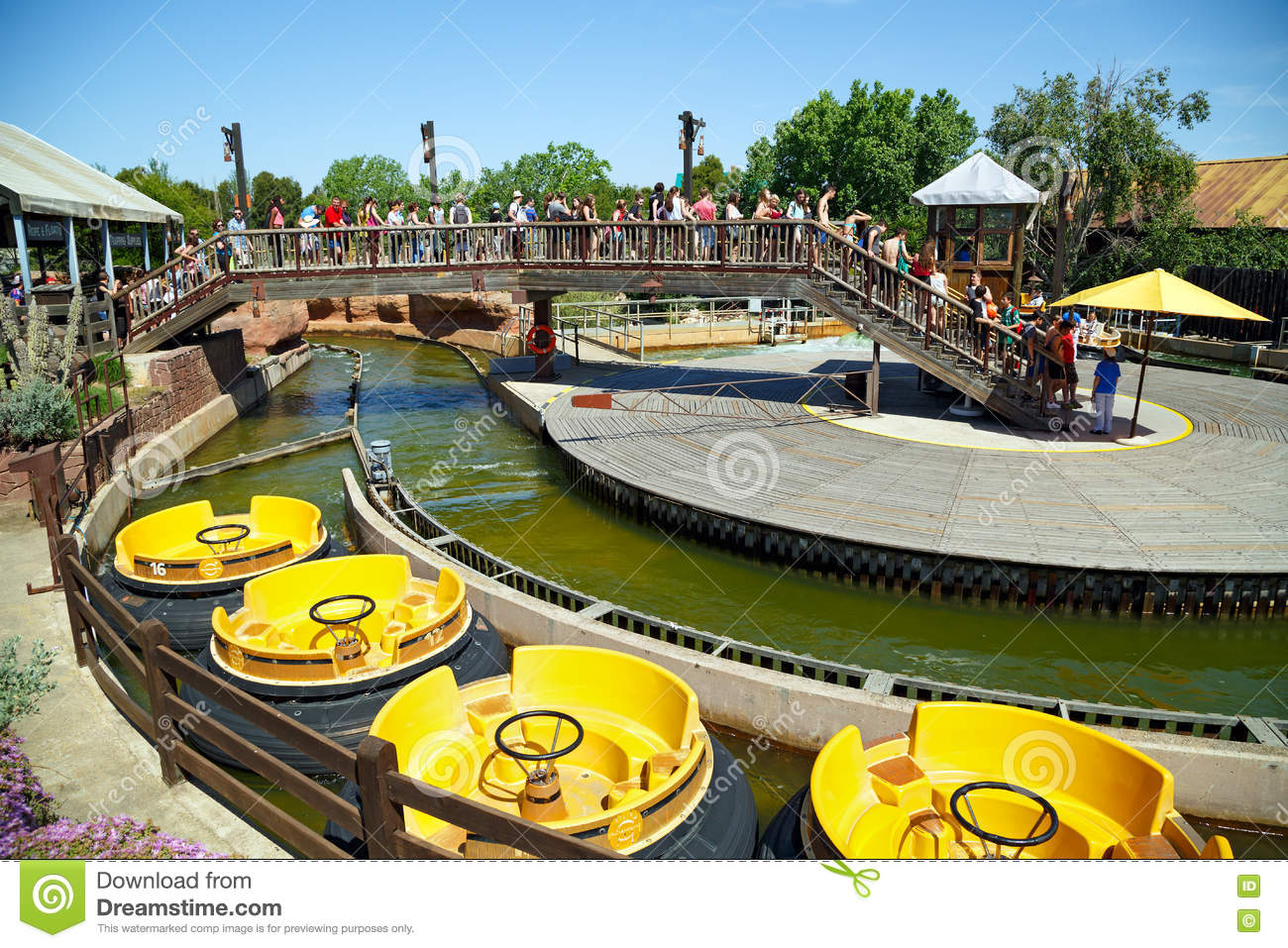 Attraction Grand Canyon Rapids In The Theme Park Port Aventura In.