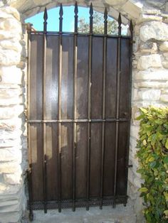Portail ou portillon XIXème en fer forgé Bricolage Tarn.
