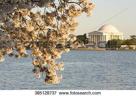 Picture of Memorial at the waterfront, Jefferson Memorial, Potomac.